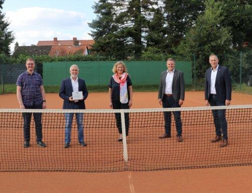 Sparkasse Celle-Gifhorn-Wolfsburg unterstützt den Tennisclub Hambühren